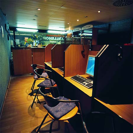 Rotterdam s internet caf s for Internet cafe interior designs